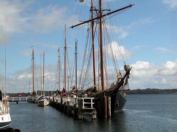 История флота стоит буквально у соседнего причала