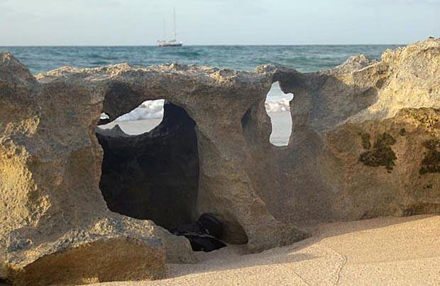 Граница песка, воды и ветра