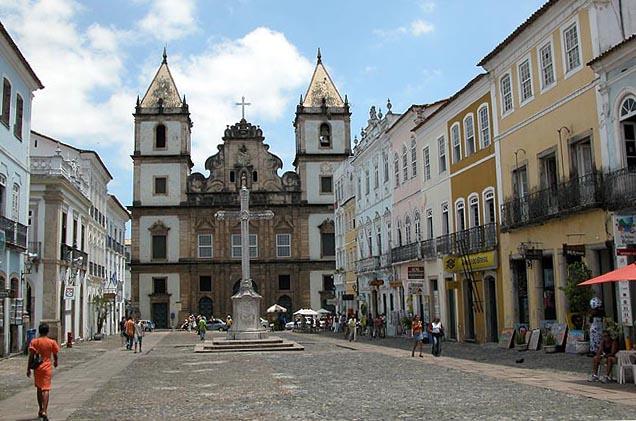 Полное название города – Сан-Салвадор-да-Баия-ди-Тодуш-уш-Сантуш
