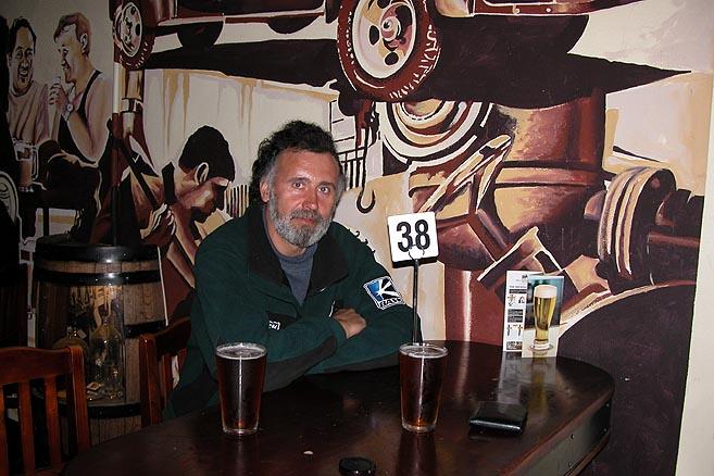 «Еще пару пива джентльмену номер 38!»