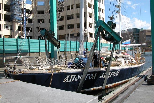 Вытаскиваем яхту из воды