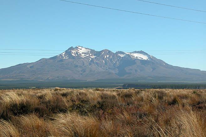 Гора Руапеху (2797 м) – высша точка Северного острова Новой Зеландии