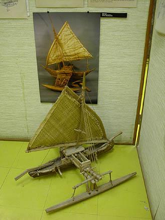 Модель исторического каноэ в музее «Алеле»