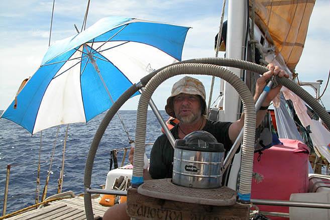Экватор: солнце палит нещадно, экипаж жарится на палубе, словно на сковороде.