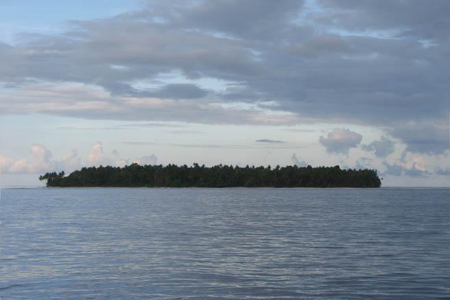 При виде атолла сразу вспоминается джеклондонские «Страшные Соломоновы острова»