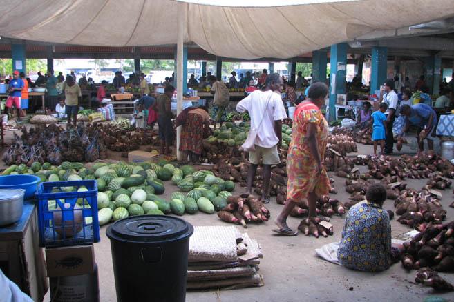 «Колхозный» рынок работает и живет круглые сутки