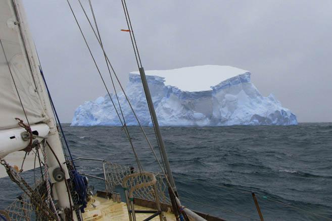 Утром 27 января «Апостол Андрей» пересёк Южный полярный круг