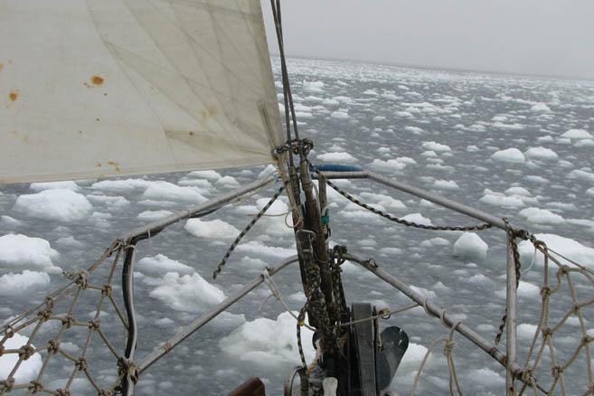 Непроходимая для яхты ледяная каша - скопление кусков величиной до 2-3 метров.