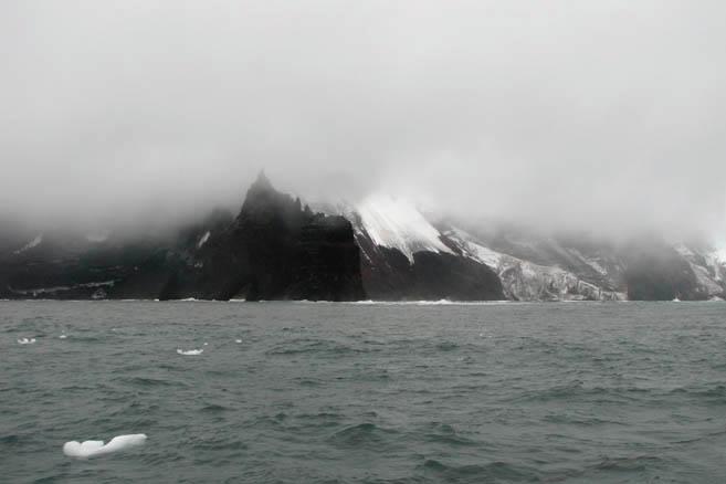 Честь открытия принадлежит морякам экспедиции Беллинсгаузена и Лазарева