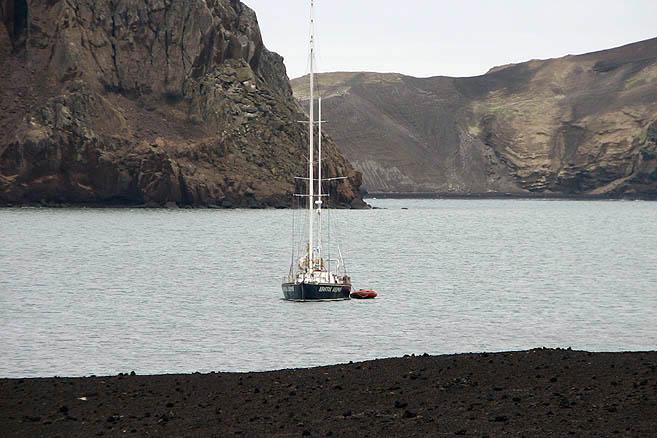 Эта лагуна – кратер взорвавшегося вулкана Десепшен