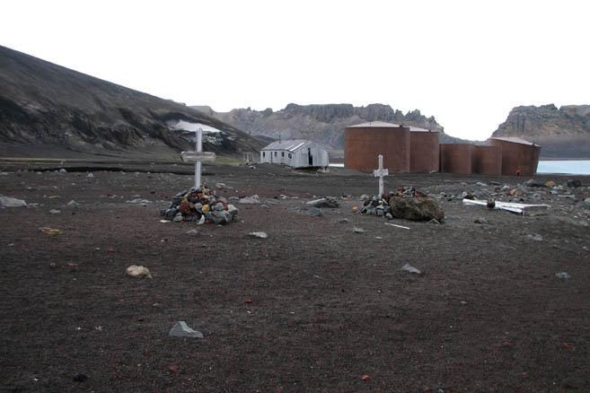 Могилы и металлолом – заброшенная база китобоев