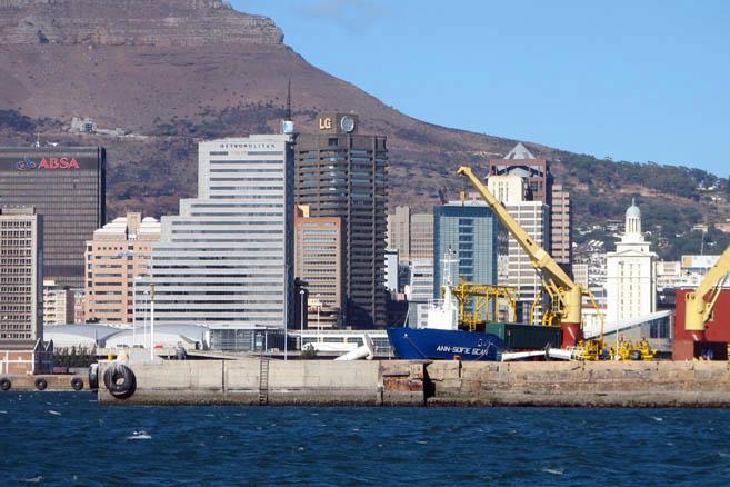 В Кейптаунском порту... «Жаннетта» оправляла... Ну, и так далее...