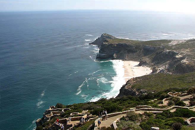 В 1488 году мыс Доброй Надежды был открыт португальцем Диашем и назван Мысом Бурь