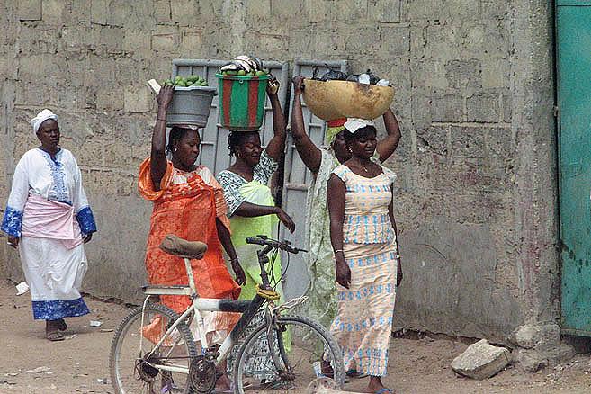 Женщины с корзинами