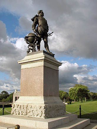 Памятник Френсису Дрейку в Плимуте