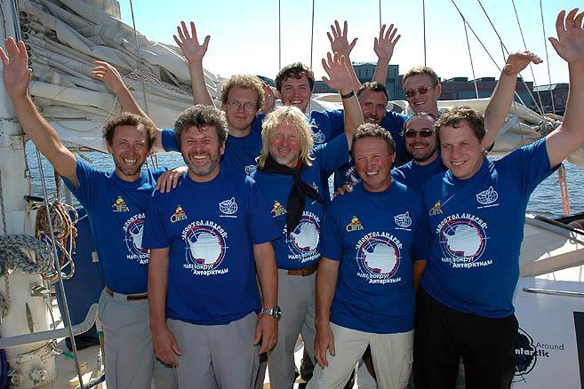 Экипаж III кругосветного плавания в полном составе