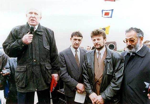 23 сентября 1996 г. В Москве яхту провожали Валерий Шанцев и Артур Чилингаров