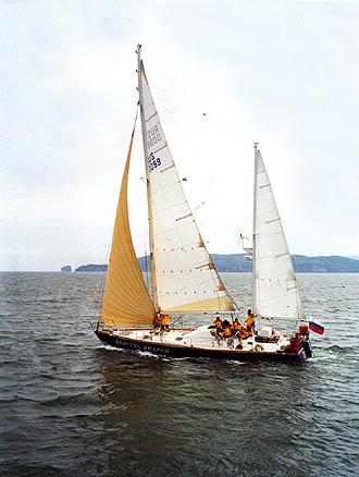 28 июля 1998 г. «Апостол Андрей» продолжил первое кругосветное плавание