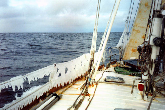 22 сентября 1998 г. Курс на мыс Челюскин: шторм, температура -5°C, обледенение.
