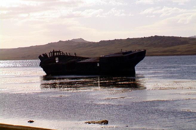 Открыточная достопримечательность Фолклендов – обломки кораблей (wreck)