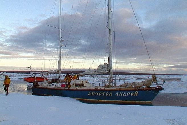 Заехали в сплоченные льды. На этот раз уже в канадской части Арктики