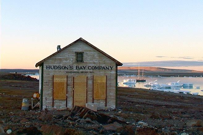 Покинутое селение Форт-Росс в бухте Депо состоит всего из двух домиков