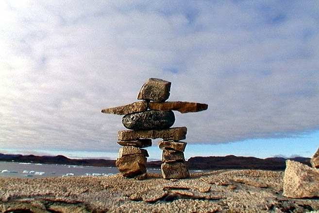 Инуитский идол инукшук (правда, установленный «апостольцами»)