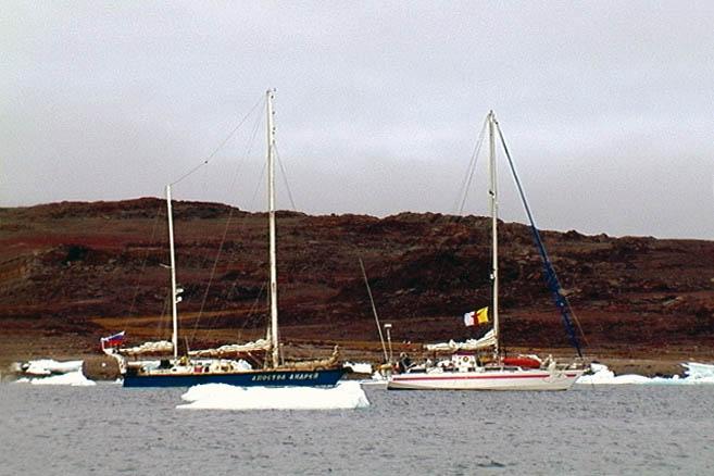 Французская яхта Nuage («Облачко») тоже идет по Северо-западному проходу
