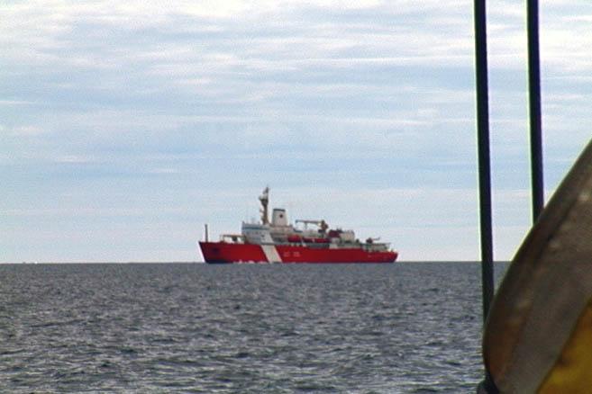 Из-за острова Лонг-Айленд показался канадский ледокол,..
