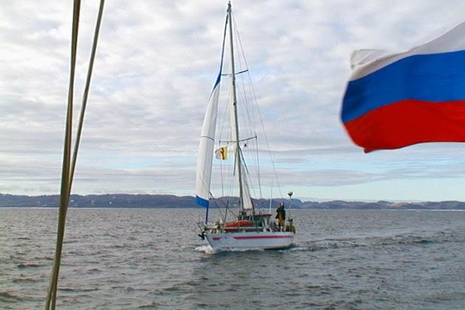 ...который согласился вывести обе яхты в пролив Ланкастер