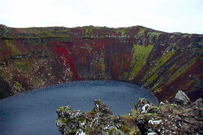 Кислотное озеро в кальдере древнего вулкана Керрид