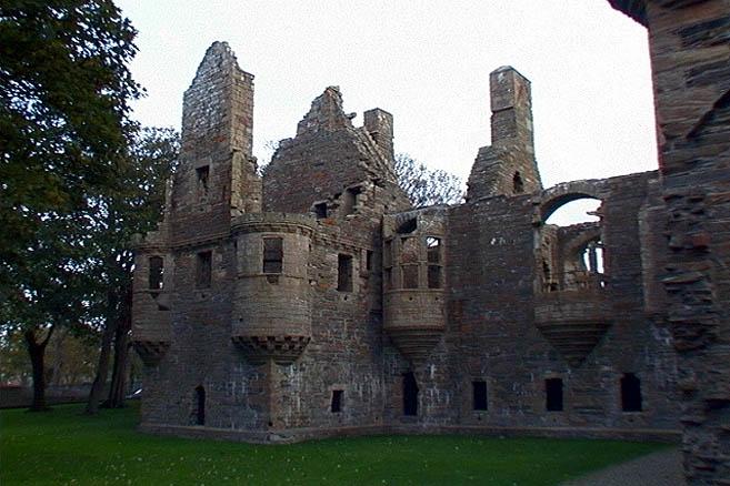 Развалины старинного графского дворца