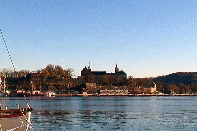 На заднем плане – крепость Акерсхауз