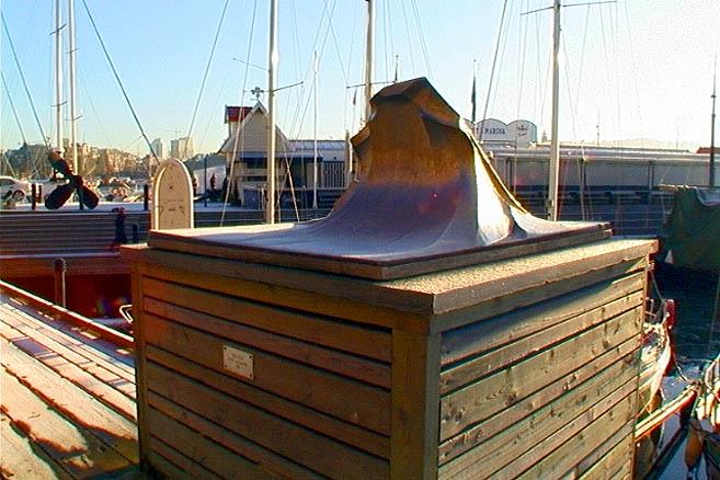 Памятник морской волне