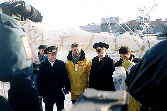 14 ноября 2002 г. «Апостол Андрей» встречает Главком ВМФ адмирал В.Куроедов