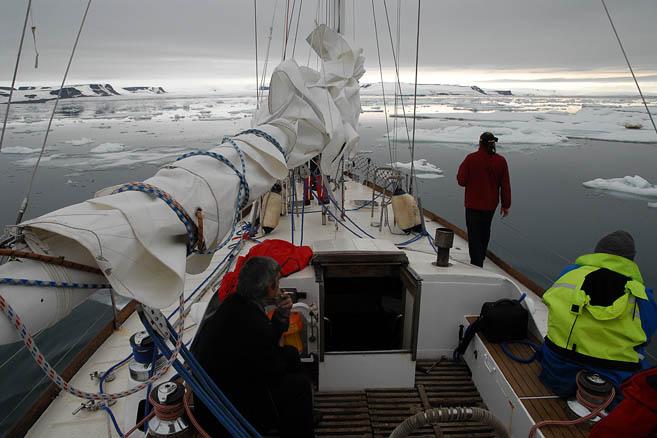 Проливы ЗФИ забиты льдом