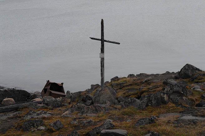 Крест на месте гибели Петера Тессема