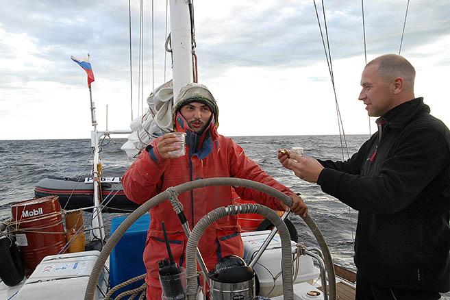 Д.Давыдов и С.Бармин: тост за пересечение Полярного круга