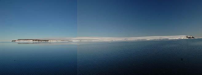 Западный берег о. Рудольфа от мыса Столбового (слева) до мыса Аук