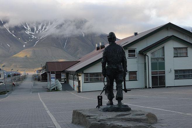 Памятник неизвестному шахтеру