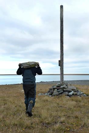 Поднимаем упавшие столбы