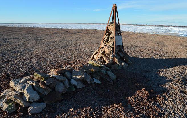 Памятник погибшим членам команды Владимира Чукова