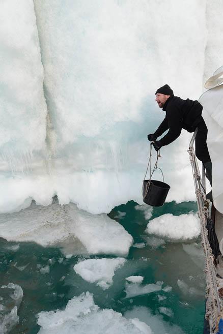 Добыча льда для коктейля