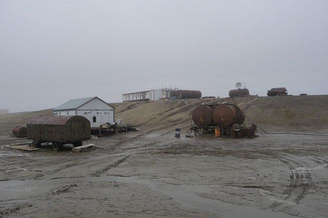 На песчаном острове не лето, и не осень