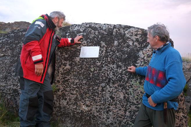 Памятная табличка  к 100-летию завершения экспедиции Седова