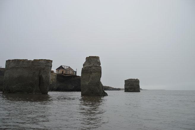 Следы потепления в Арктике: летом прибой размывает песчаный берег