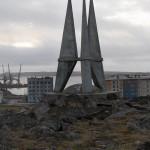 Диксон. Стела покорителям Арктики